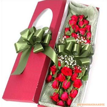 红玫瑰22支,满天星丰满,红色礼品盒包装,内衬网纱