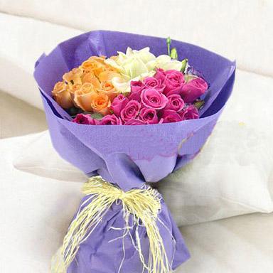 香槟玫瑰11枝,紫玫瑰15枝,铁炮百合5朵