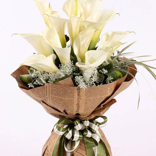19朵马蹄莲,点缀蕾丝、巴西木叶